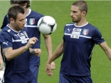 KRAKOW, POLAND - JUNE 07:  (L-R) Antonio Cassano and Fabio Borini of Italy in action during a training session at Pilsudski stadium on June 7, 2012 in Krakow, Poland.  (Photo by Claudio Villa/Getty Images)